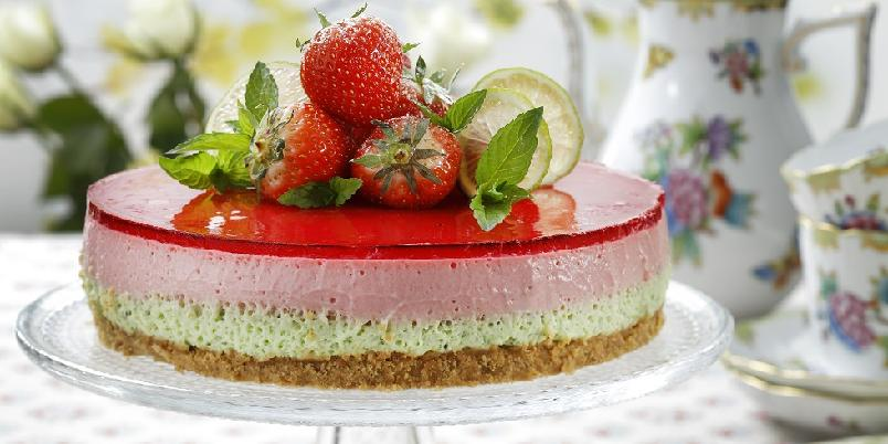 Ostekake med mintsmak - Denne kaken med ulike friske smaker er en fryd for ganen...