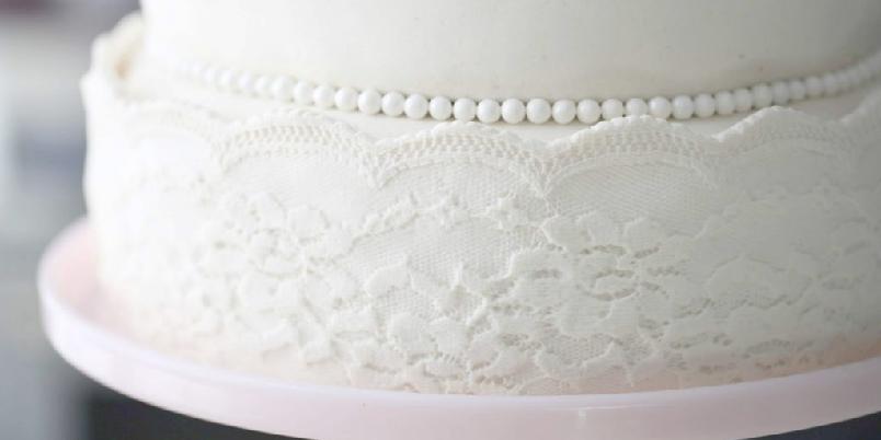 Ekstra hvit marsipan - Ekstra hvit maripan er nydelig til å dekke marsipankaken med!