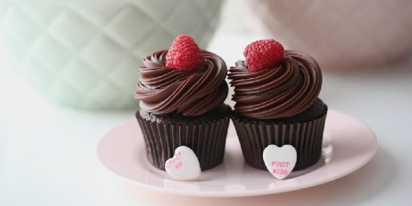 Sjokoladecupcakes - Saftige cupcakes med herlig glasur.