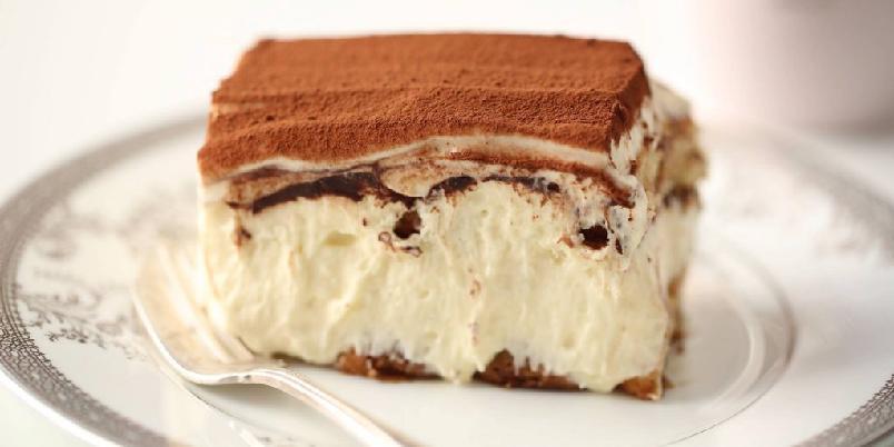 Tiramisu - Italiensk dessert med luftig mascarponekrem, ladyfingers og kakao.