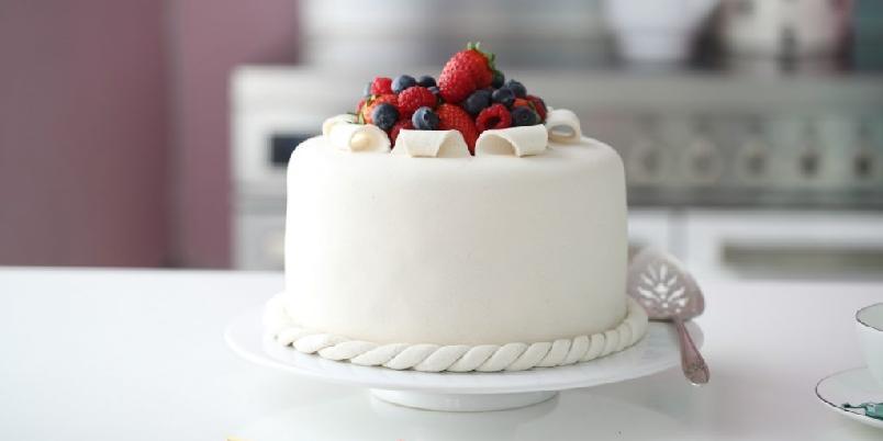 Åpen marsipankake - Denne kaken er like nydelig som smakfull.