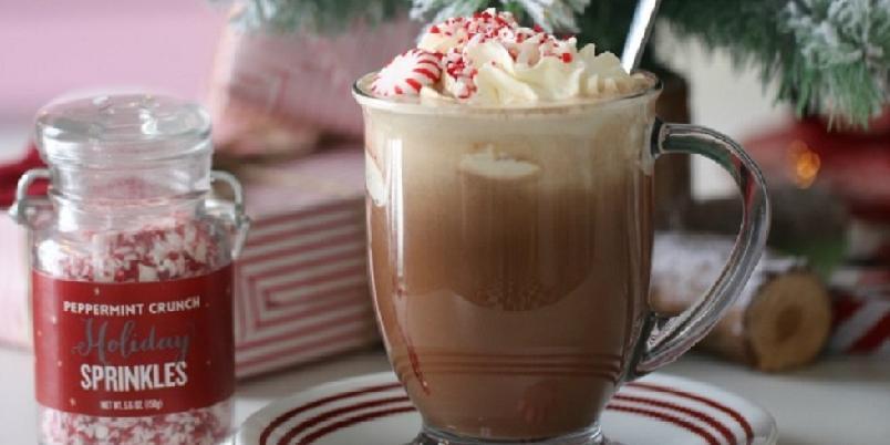 Mocha latte med peppermyntesmak - Lag en deilig mocha latte med peppermyntesmak. Perfekt førjulskos!
