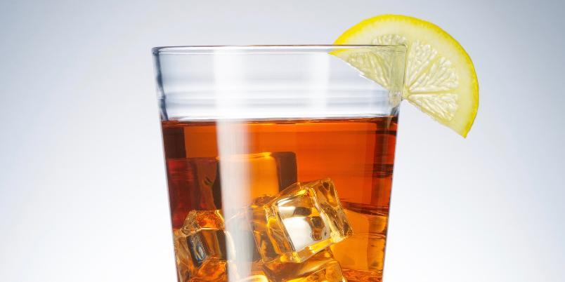 Klassisk cognacdrink - Frisk og spennende smak med cognac, angostura og tonic.