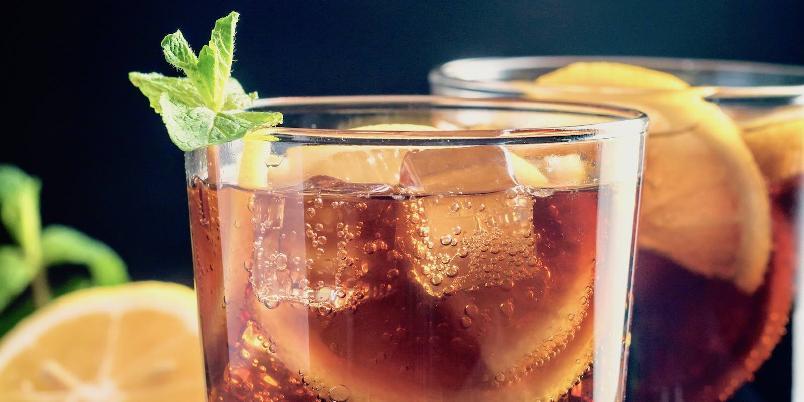 Cognacdrink med sitrussmaker - Cognac, appelsinlkør og sitron gir en frisk og kompleks drink.