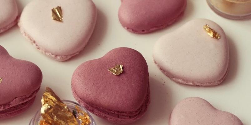 Hjerteformede makroner - Nydelige makroner som smaker like søtt som de ser ut.