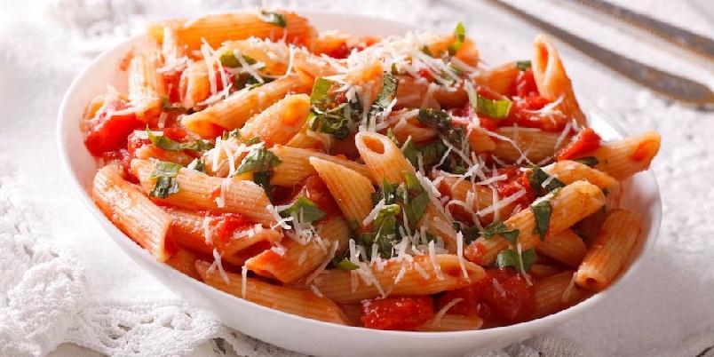Penne all'arrabbiata - Denne pastaretten er ganske hissig. Sausen har bare tre ingredienser, og er veldig kjapp og enkel å lage.