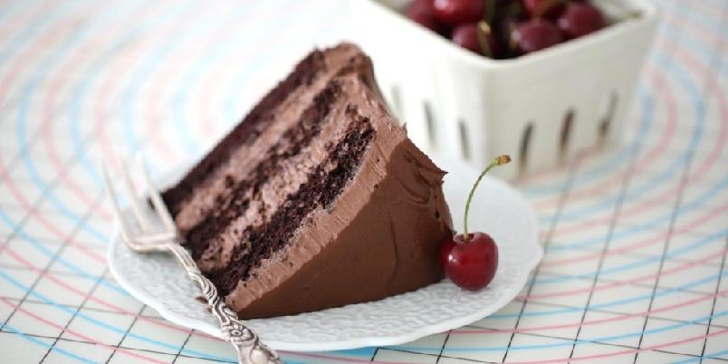 Gammeldags sjokoladekake - En myk sjokoladekake med en luftig sjokoladekrem som bare smelter på tungen.