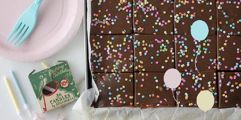 Sjokoladekake i langpanne - Sjokoladekake i langpanne er alltid populært, og denne er saftig, myk og bare helt nydelig på smak.